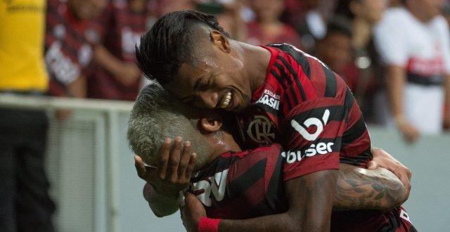 Flamengo goleia o Vasco por 4 a 1 em Brasília