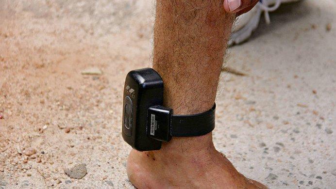 TORNOZELEIRA-692x390 Comerciante no Cariri sofre tentativa de homicídio de suspeito monitorado por tornozeleira, veja foto