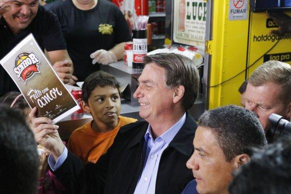 bolsonaro_ffraz_abr_16081920811-585x390 Bolsonaro diz que Brasil vai vencer a crise econômica mundial