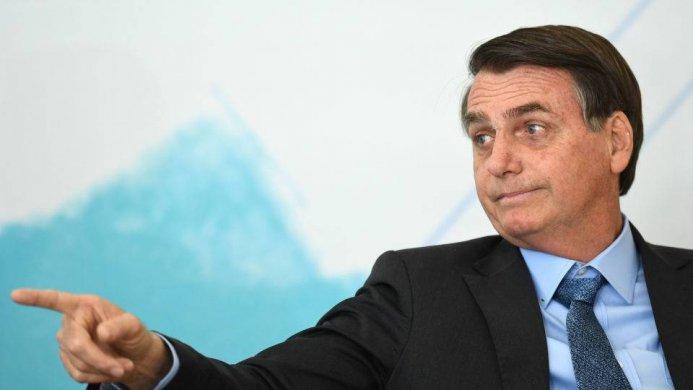 bolsonaroo-693x390 Brasil rejeita oferta de US$ 20 milhões do G7 contra queimadas na Amazônia