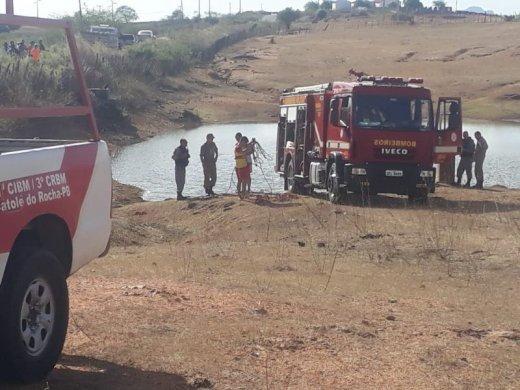 corpo-520x390 Corpo é encontrado dentro de carro submerso em açude na PB