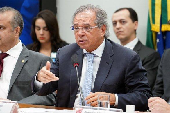 """o-ministro-paulo-guedes-participa-de-audiencia-sobre-a-reforma-da-previdencia-na-comissao-de-financas-e-tributacao-da-camara-dos-deputados-1559672251248_v2_1920x1279-585x390 Guedes defende criação de nova CPMF: se for """"pequenininha, não machuca"""""""