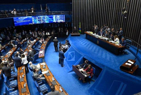 plenario-do-senado-580x390 Senado aprova MP da Liberdade Econômica sem regras de trabalho aos domingos