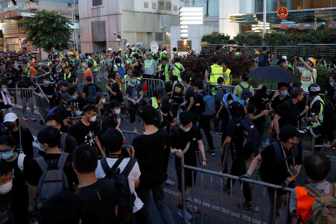pm-585x390 Hong Kong: polícia muda de estratégia em mais um protesto