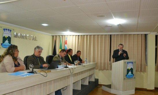 Vereadores de Monteiro firmam compromisso para elaborar lei severa sobre animais soltos