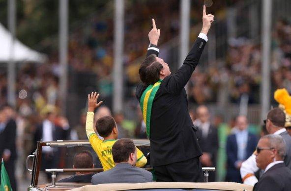 15678622235d73adcfc0ac2_1567862223_3x2_md-592x390 Bolsonaro abre desfile da Independência com Silvio Santos e Edir Macedo
