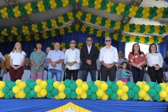 Desfiles-Cívicos-em-Monteiro-acontecem-com-grande-presença-de-público-e-autoridades-11-587x390 Desfiles Cívicos em Monteiro acontecem com grande presença de público e autoridades