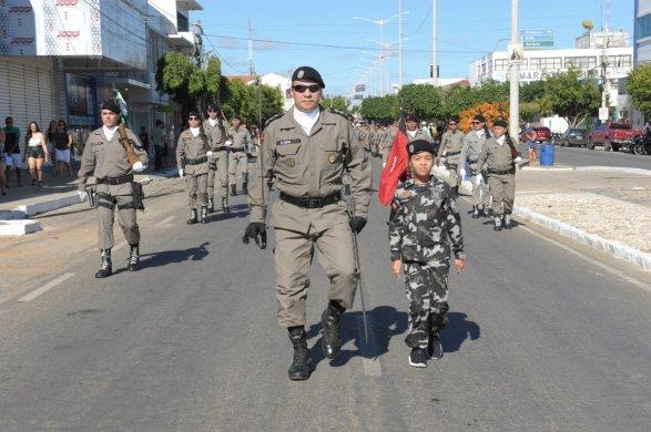 Desfiles-Cívicos-em-Monteiro-acontecem-com-grande-presença-de-público-e-autoridades-6-587x390 Desfiles Cívicos em Monteiro acontecem com grande presença de público e autoridades