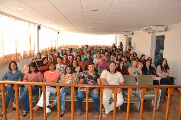 Seminário-reúne-autoridades-e-populares-2-585x390 Seminário reúne autoridades e populares para discutir enfrentamento à violência contra a mulher em Monteiro