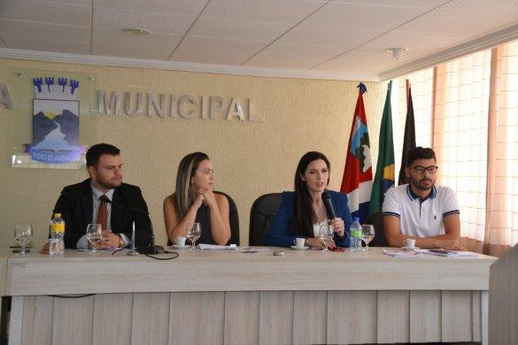 Seminário-reúne-autoridades-e-populares-9-585x390 Seminário reúne autoridades e populares para discutir enfrentamento à violência contra a mulher em Monteiro