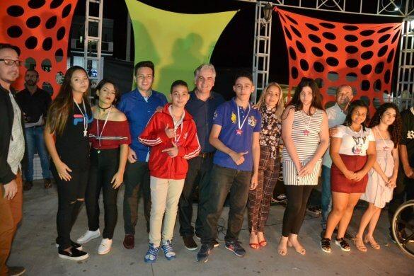 Turistas-e-Monteirenses-se-reúnem-para-prestigiar-Show-de-Talentos-que-encerrou-o-mês-da-Juventude-10-585x390 Turistas e Monteirenses se reúnem para prestigiar Show de Talentos que encerrou o mês da Juventude