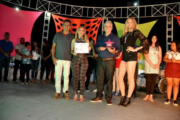 Turistas-e-Monteirenses-se-reúnem-para-prestigiar-Show-de-Talentos-que-encerrou-o-mês-da-Juventude-9-585x390 Turistas e Monteirenses se reúnem para prestigiar Show de Talentos que encerrou o mês da Juventude