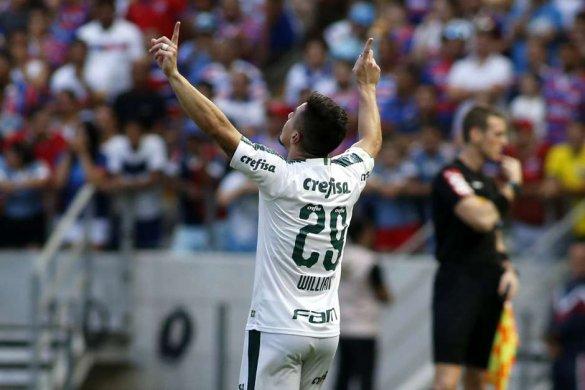 age20190922048-585x390 Palmeiras bate Fortaleza e segue na cola do líder Flamengo
