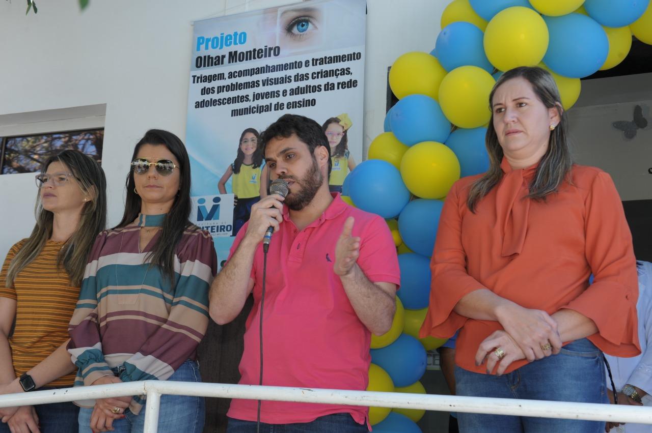 alunos-da-rede-municipal-de-ensino-recebem-atendimento-oftalmologico-em-monteiro-5-587x390 Alunos da rede municipal de ensino recebem atendimento Oftalmológico em Monteiro
