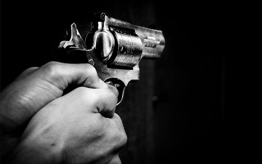 arma-de-fogo-casal-disparos Homem é assassinado em cidade do Cariri