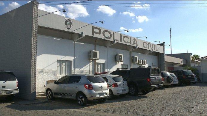 central-de-policia-civil-campina-grande-693x390 Homem é preso suspeito de tentar explodir casa de ex-companheira com dinamite artesanal, na PB