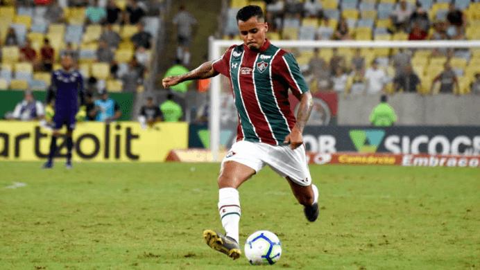 ezgifcom-webp-to-png-1-1024x577-692x390 Com falha de Cássio, Corinthians perde para o Fluminense