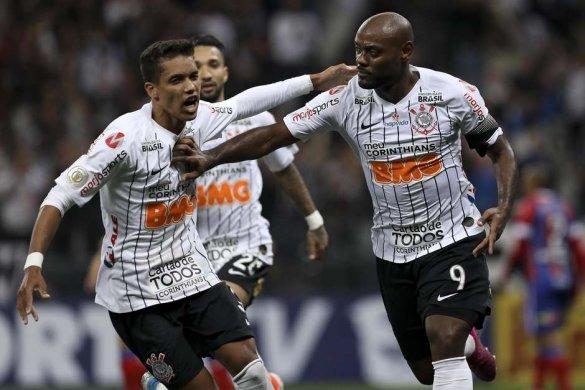 fta20190921547-585x390 Corinthians vence o Bahia, entra no G-4 e alivia pressão