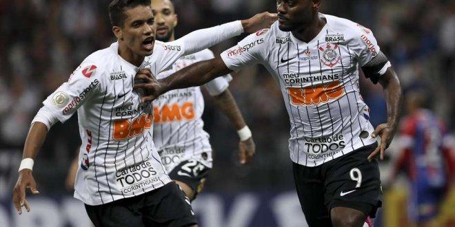 Corinthians vence o Bahia, entra no G-4 e alivia pressão