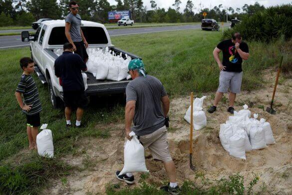 furacao-dor-585x390 População na Flórida está em alerta para chegada do furacão Dorian