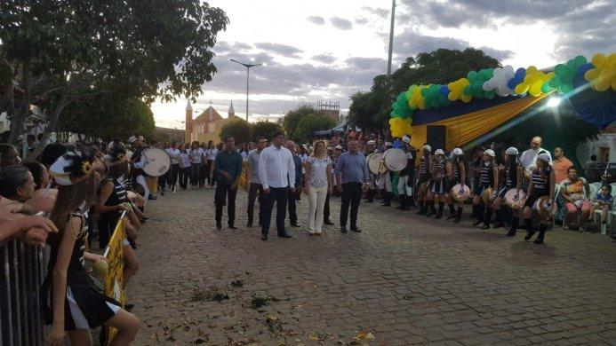 noticiasc628d001adb1a86505d1117700e382d026018-693x390 Prefeito Dalyson Neves participa do desfile de 07 de setembro