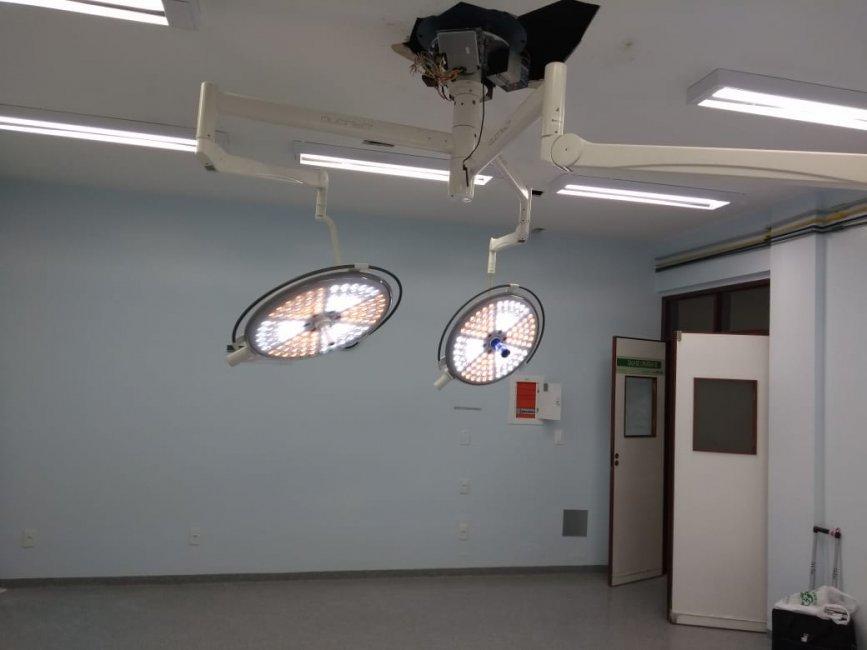 pleito-da-prefeita-de-monteiro-e-atendido-e-foco-cirurgico-e-instalado-no-hospital-regional-1-867x650 Pleito da prefeita de Monteiro é atendido, e foco cirúrgico é instalado no Hospital