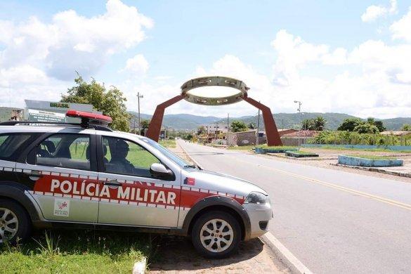 policia-alagoa-grande-585x390 Homem é preso suspeito de estuprar enteada de 11 anos
