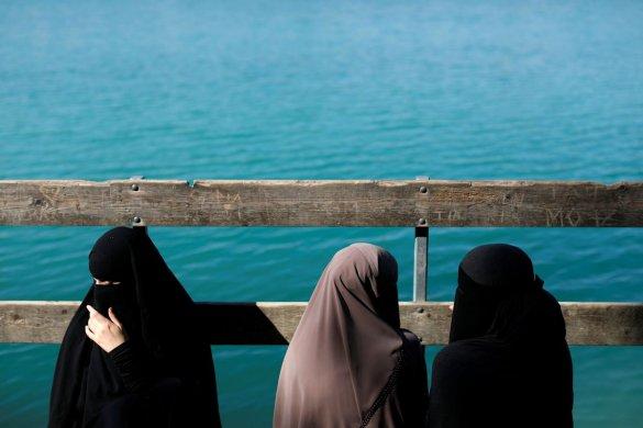veu_dinamarquesas-585x390 Irã dá primeiros passos para permitir que mulheres frequentem estádios