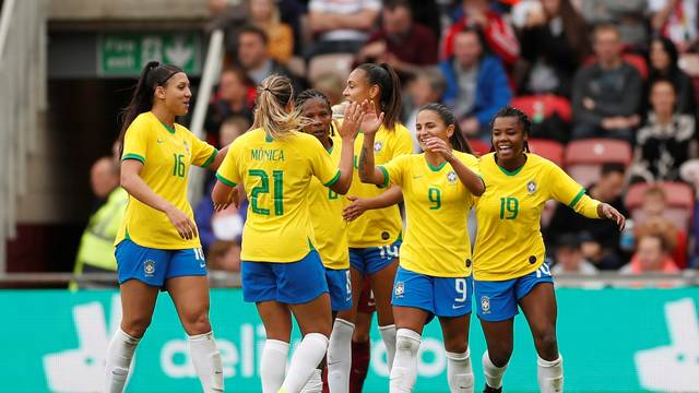 2019-10-05t132252z_957431951_rc17db097b60_rtrmadp_3_soccer-friendly-eng-bra-report Debinha marca duas vezes, e Brasil vence a Inglaterra pela primeira vez na história