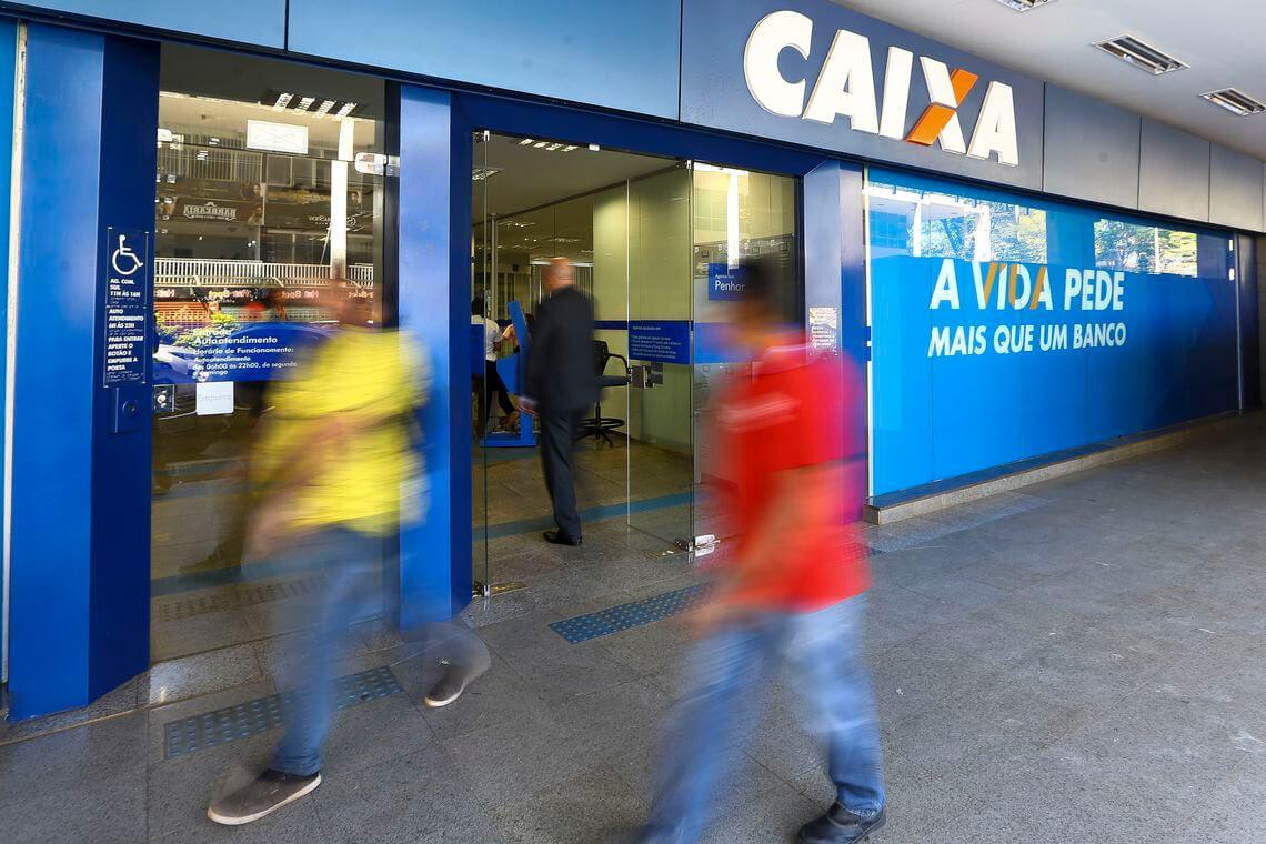CAIXA-585x390 Caixa paga hoje até R$ 500 do FGTS para parte dos correntistas
