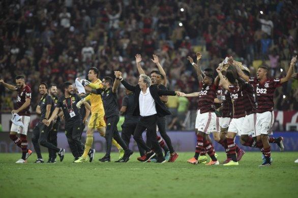 Flamengo-Grêmio-no-Maracanã-Libertadores.-586x390 Com cinco dos sete jogos no Rio, Flamengo tenta encaminhar título brasileiro antes do River Plate