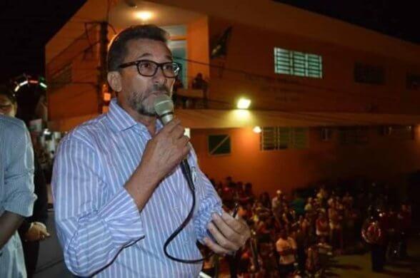 PREFEITO-588x390 Prefeito de São João do Cariri protocola renuncia do mandato