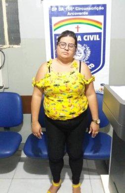 WhatsApp-Image-2019-10-07-at-21.34.34-253x390 Polícia civil prende estelionatária que recebia dinheiro para contratar operários para empresa do ramal do agreste em Sertânia