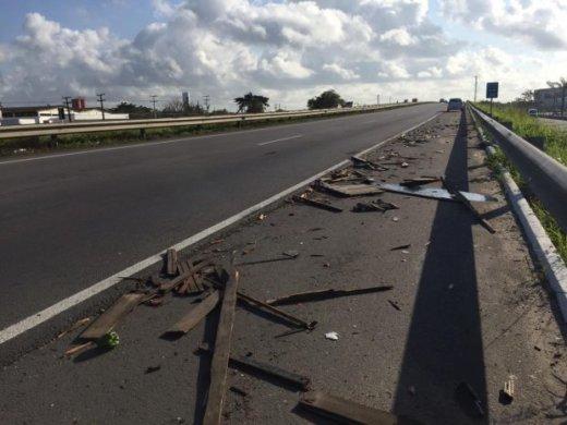 acidente-3-620x465-520x390 Na BR-230: acidente entre carros deixa cinco pessoas feridas no Sertão
