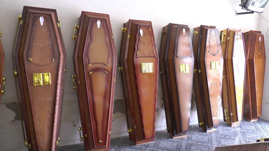 caixao-1024x576-693x390 Com 'rombo' de R$ 80 milhões, prefeitura do interior da PB acumula dívida até com funerária