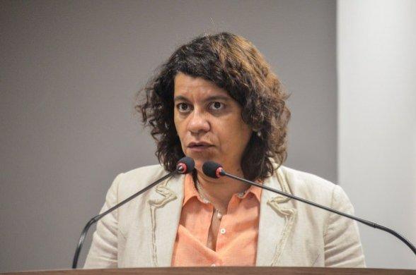 estela-deputada-588x390 Estela externa 'indignação' com inclusão do seu nome na Calvário