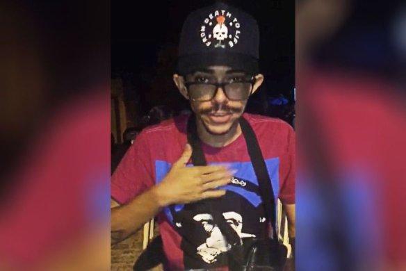 jovem-584x390 Custou caro: Jovem que correu nu em São Bento responderá processo por ato obsceno