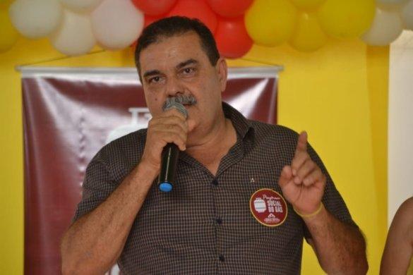 prefeito-585x390 Homem armado com faca é detido após ameaçar prefeito na Paraíba