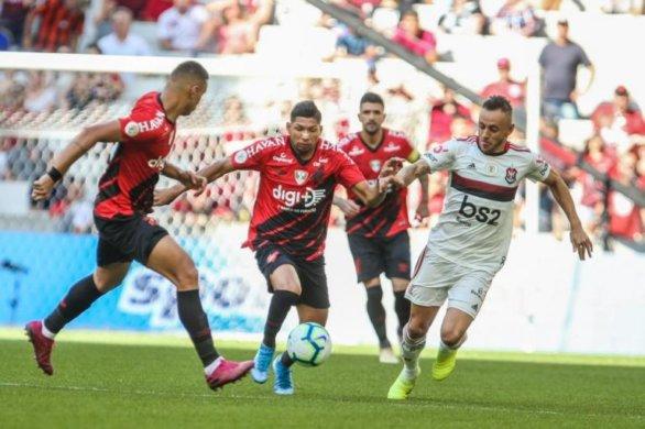 rsz_rony_rafinha-768x511-586x390 Flamengo vence o Athletico-PR e chega a 15 jogos sem perder no Brasileirão