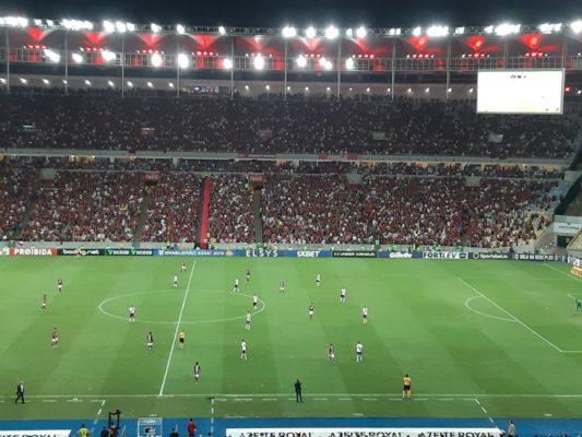 EJSyjpZWkAERFuQ-533x400 Em jogo de oito gols e duas viradas, Flamengo e Vasco empatam
