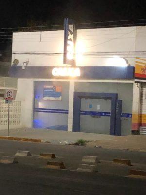 IMG-20191118-WA0300-300x400 Fumaça dentro de agência da Caixa assusta população em Monteiro