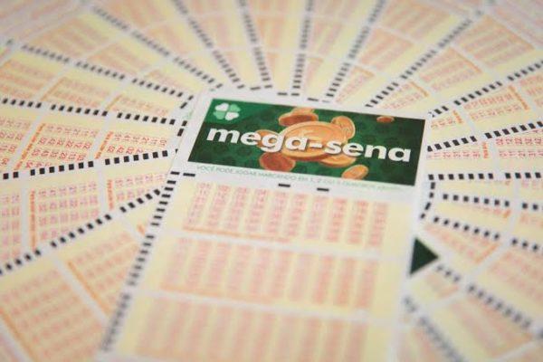 MEGA-SENA-600x400 Mega-Sena: ninguém acerta, e prêmio sobe a R$ 13,5 milhões; veja os números