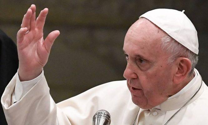 PAPA-666x400 Papa Francisco compara homofóbicos a Hitler: 'são ações típicas do nazismo'