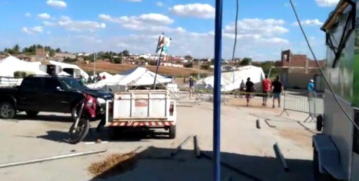 Screenshot_20191128-160708_WhatsApp-700x353 Rajadas de vento destrói parte da estrutura da Expo Monteiro, 2019