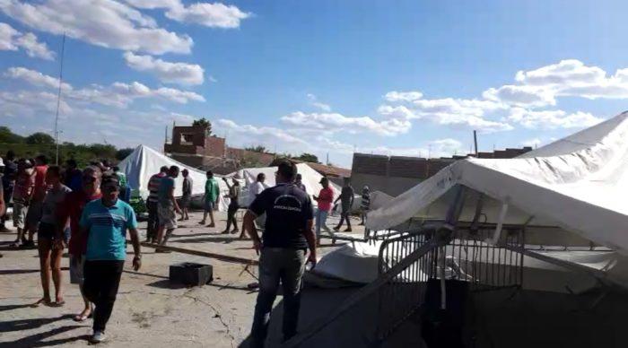 Screenshot_20191128-161333_Gallery-700x388 Rajadas de vento destrói parte da estrutura da Expo Monteiro, 2019