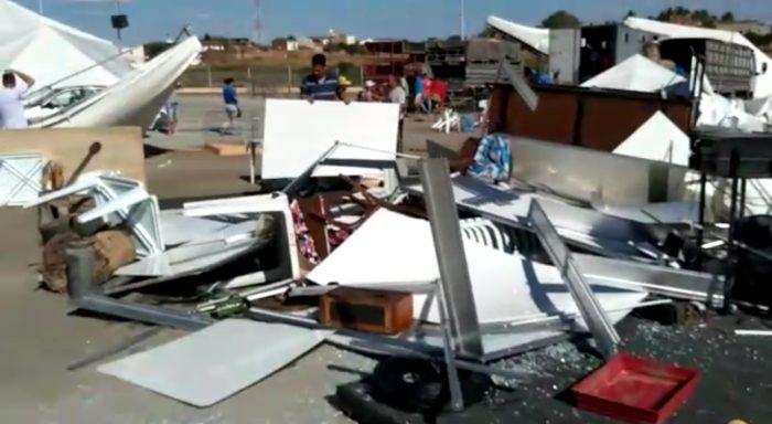 Screenshot_20191128-162050_WhatsApp-700x384 Rajadas de vento destrói parte da estrutura da Expo Monteiro, 2019
