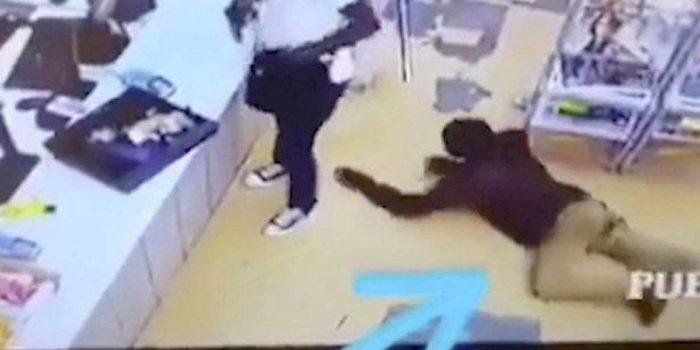 Vídeo-Ladrão-é-roubado-por-outro-durante-assalto-a-um-mercado-local-700x350 Vídeo: Ladrão é roubado por outro durante assalto a um mercado local