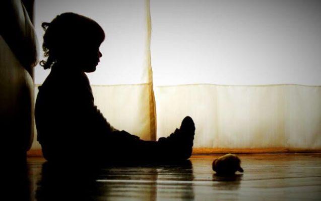 criança-chorando-637x400 Mãe se irrita com choro da filha, dá remédio, asfixia e mata criança