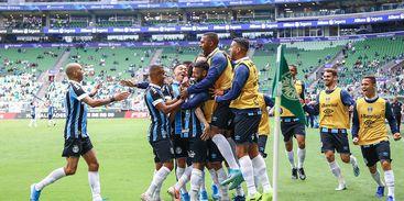 gremio_e_palmeiras Grêmio vence o Palmeiras e dá título do Brasileiro ao Flamengo