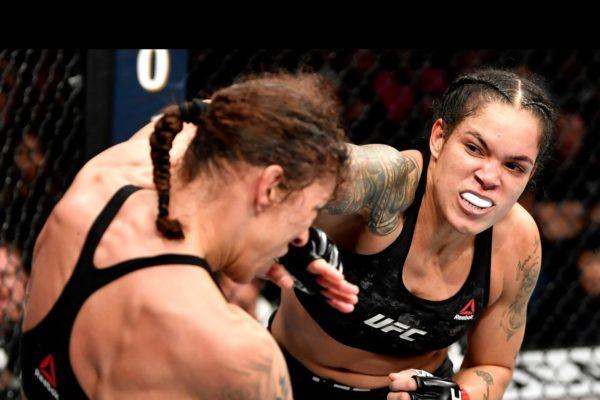 AMANDA-NUNES-600x400 VÍDEO: Assista a vitória de Amanda Nunes sobre Germaine de Randamie no UFC 245